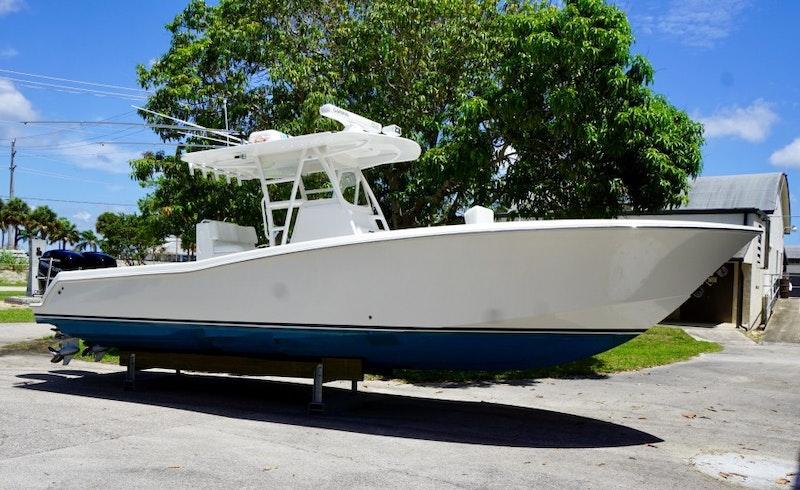 Invincible-Open Fisherman 2018 -Stuart-Florida-United States-Invincible 33  Exterior Profile-1700380-featured