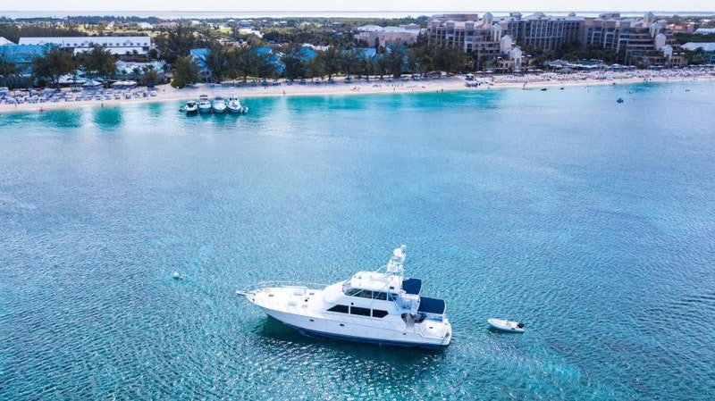 Hatteras-Flybridge 2000-MAHA Grand Cayman-Cayman Islands-1700554-featured
