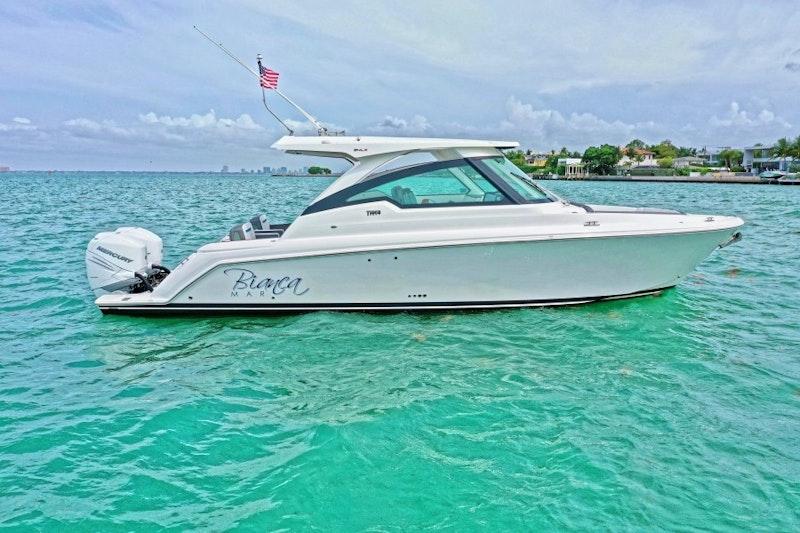 Tiara Yachts-LX 2021-Bianca Mar Coral Gables-Florida-United States-Tiara Yachts 34  Exterior Profile-1718630-featured